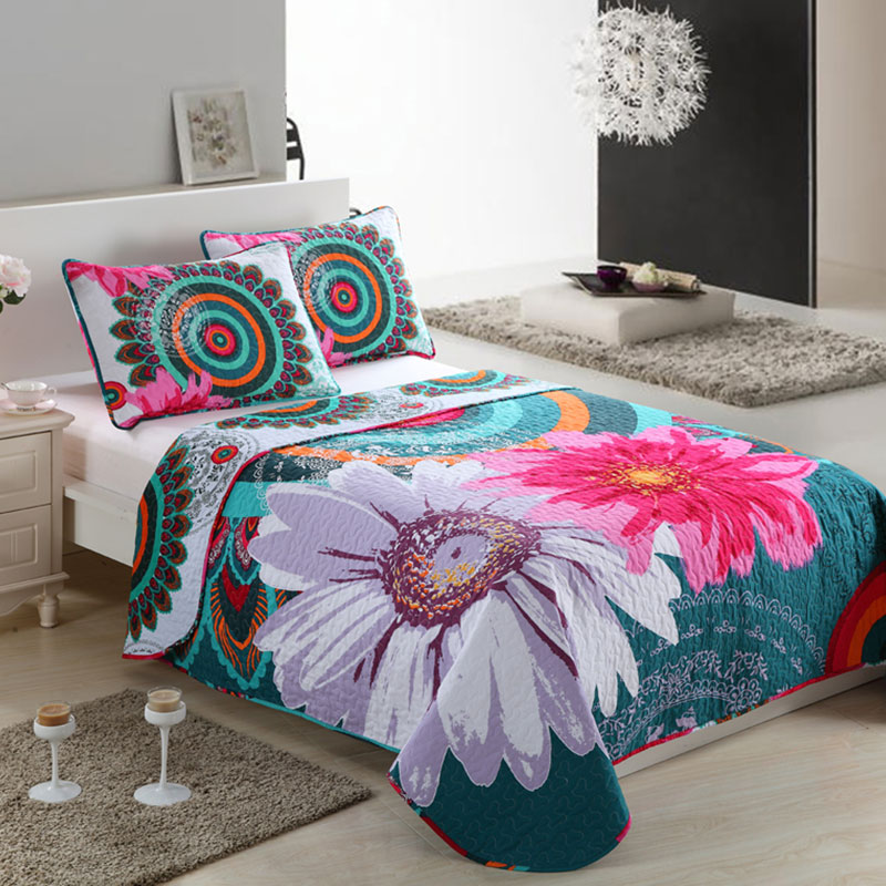 panel pattern quilted bedspread